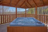5 bedroom Cabin with private Hot Tub in Gazebo