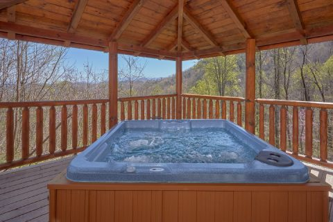 5 bedroom Cabin with private Hot Tub in Gazebo - A Stunning View