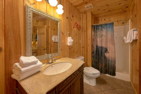 Rustic cabin with 3 bedrooms and 3 baths - A Tennessee Delight