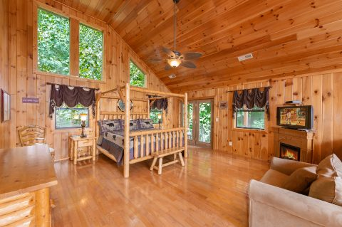 Rustic cabin with Loft Master Suite and King bed - A Tennessee Delight