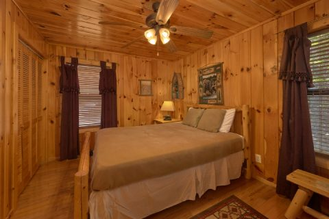 Rustic cabin with 2 queen bedrooms - A Tennessee Delight