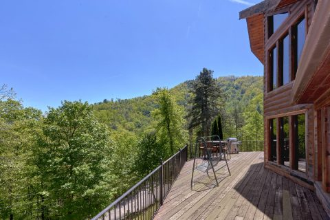 Rustic 3 bedroom cabin with Wooded View - A Tennessee Delight