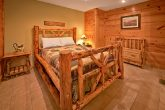 Cabin with Queen Bedroom and Jacuzzi Tub