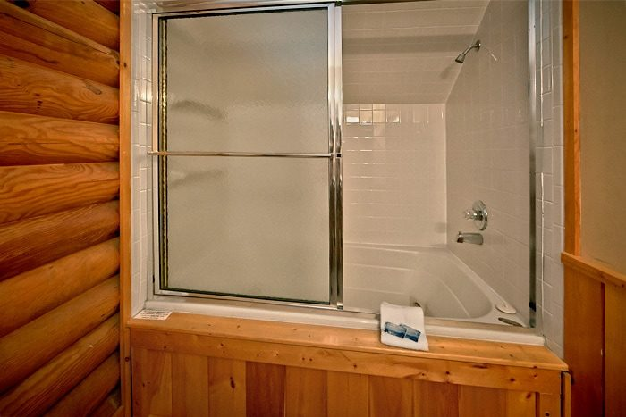 Cabin with 2 Private baths and 2 Jacuzzi Tubs - A Tennessee Twilight