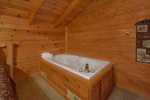 Cabin with Jacuzzi Tub in Master Bedroom - A Twilight Hideaway