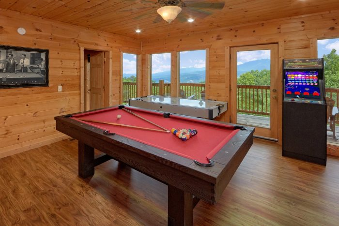 Premium 5 bedroom cabin with Pool Table - A View From Above