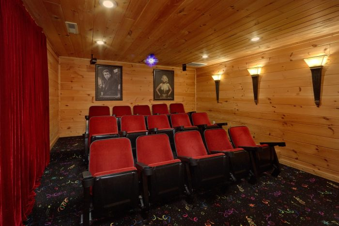 Luxurious 5 bedroom cabin with Theater Room - A View From Above