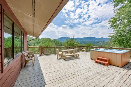 Cozy Hideaway: 3 Bedroom Sevierville Cabin Rental
