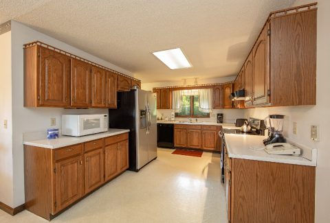 Spacious Kitchen in 3 bedroom cabin - A View of Paradise