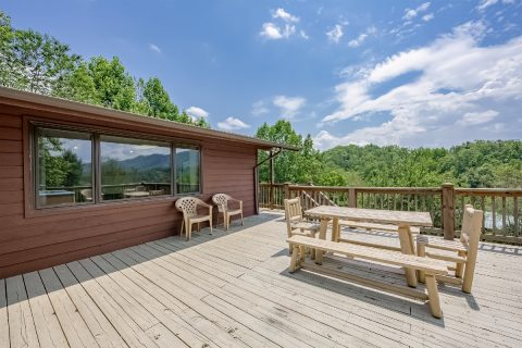 Pigeon Forge vacation rental with picnic table - A View of Paradise