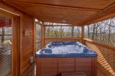 2 Bedroom Cabin near Pigeon Forge with Hot Tub