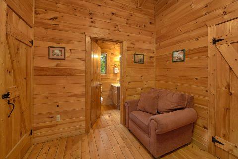 Spacious King Bedroom in 2 Bedroom Cabin - A Woodland Hideaway