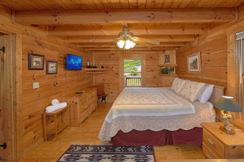 2 Bedroom Cabin with Private King Bedroom - A Woodland Hideaway