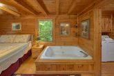 2 Bedroom Cabin with Jacuzzi in Master Bedroom