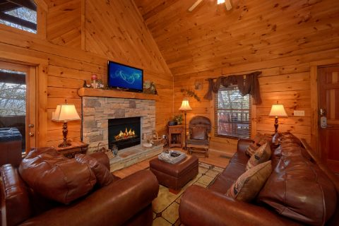 Rustic 1 Bedroom Cabin with Gas Fireplace - Aah Rocky Top