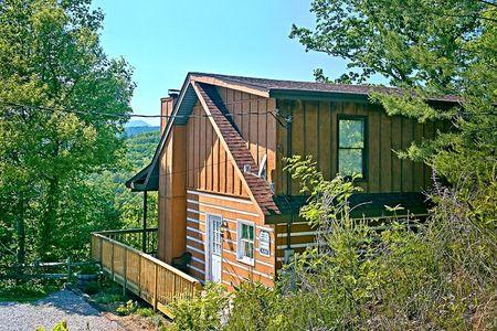 A Bear Trax: 2 Bedroom Sevierville Cabin Rental