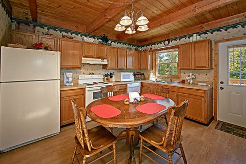 Kitchen and Dining Table in Cabin - Above the Clouds
