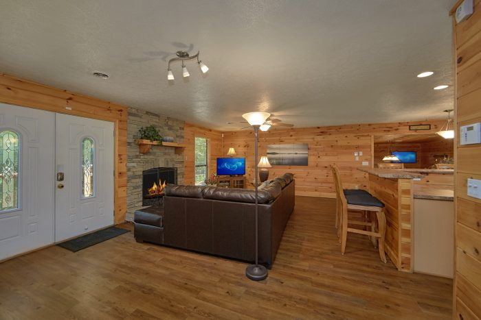 Spacious Cabin with 3 Private bedrooms - Above the Rest