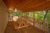 Secluded cabin with Picnic table and Hot Tub
