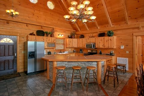 Premium Cabin with Full Kitchen and Bar Seats - Above The Smokies