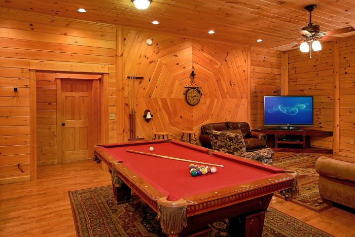 Luxury Cabin with Pool Table and 2 Living Rooms - Above The Smokies