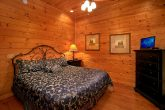 5 King Bedrooms in Luxury Theater Room Cabin