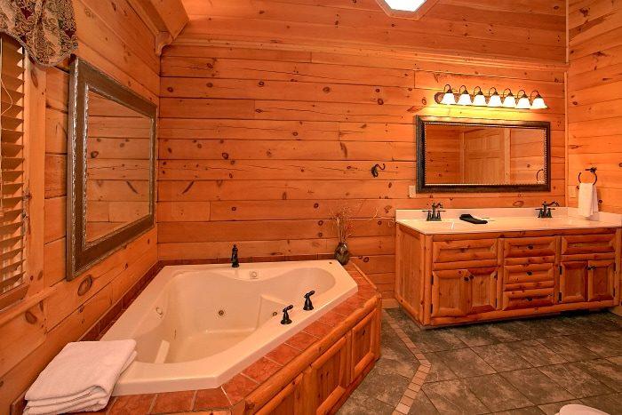5 Bedroom with Master Suites Sleep 14 - Above The Smokies
