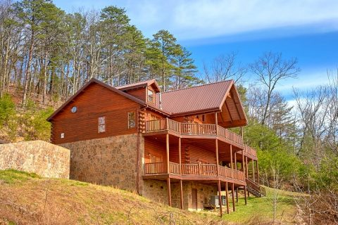 5 Bedroom Three Story Cabin Sleeps 14 - Above The Smokies