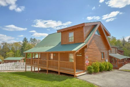 Charming Charlie's Cabin: 2 Bedroom Gatlinburg Cabin Rental