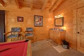 2 Bedroom cabin with Pool Table and wet bar