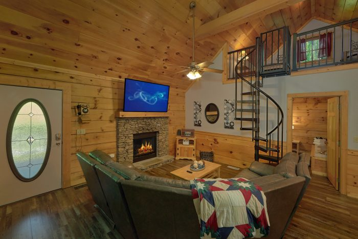 2 Bedroom Cabin Living Room and Dining Room - Absolute Heaven