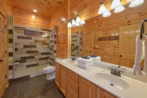 Cabin with 4 bedrooms and luxurious Bathrooms - Absolutely Viewtiful