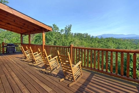 Mountain Views from 4 bedroom Luxury cabin - Absolutely Viewtiful