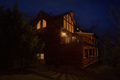 Night Views from luxurious 4 bedroom cabin - Absolutely Viewtiful