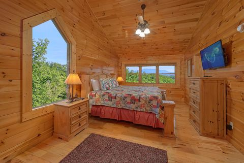 Luxurious 4 bedroom cabin with Master Suite - Absolutely Viewtiful