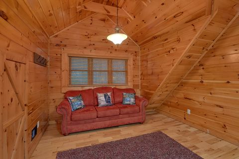 Sitting area in Master Bedroom in luxury cabin - Absolutely Viewtiful