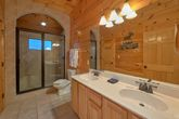 4 bedroom cabin with luxurious bathroom