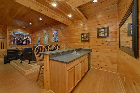 Luxury Cabin with Game Room, wet bar and Theater - Absolutely Viewtiful