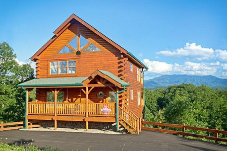 4 Paws: 3 Bedroom Sevierville Cabin Rental