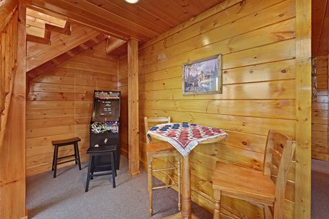 Cabin with Game Room - Adventure Lodge