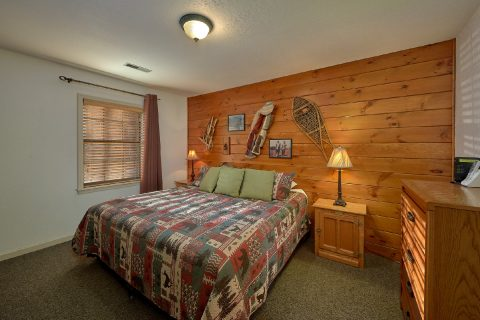 Main Floor Bedroom Gatlinburg Cabin Sleeps 18 - Adventure Lodge Gatlinburg
