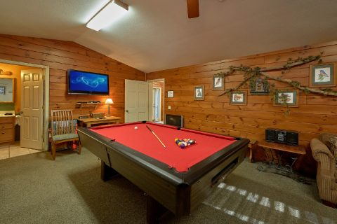 4 Bedroom Sleeps 18 with Large Game Room - Adventure Lodge Gatlinburg