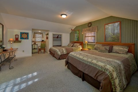Comfortable Gatlinburg 4 Bedroom Cabin Sleeps 18 - Adventure Lodge Gatlinburg