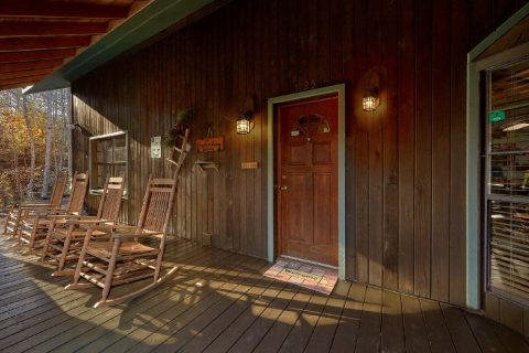 4 Bedroom Cabin with Covered Front Porch - Adventure Lodge Gatlinburg