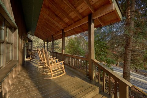4 Bedroom Cabin Sleeps 18 with Rocking Chairs - Adventure Lodge Gatlinburg