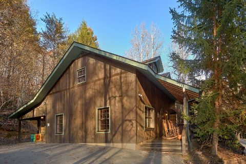 4 Bedroom 4 Bath 2 Story Cabin Sleeps 18 - Adventure Lodge Gatlinburg