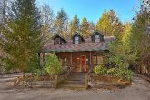 Gatlinburg 4 Bedroom Cabin Sleeps 18 with Yard