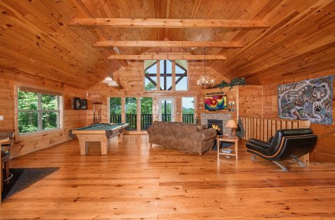 Luxury 1 Bedroom Cabin with Gas Fireplace - Ah-Mazing