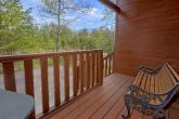 Spacious 1 Bedroom Cabin Sleeps 4 with View