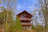 Spacious 1 Bedroom Cabin with View Sleeps 4